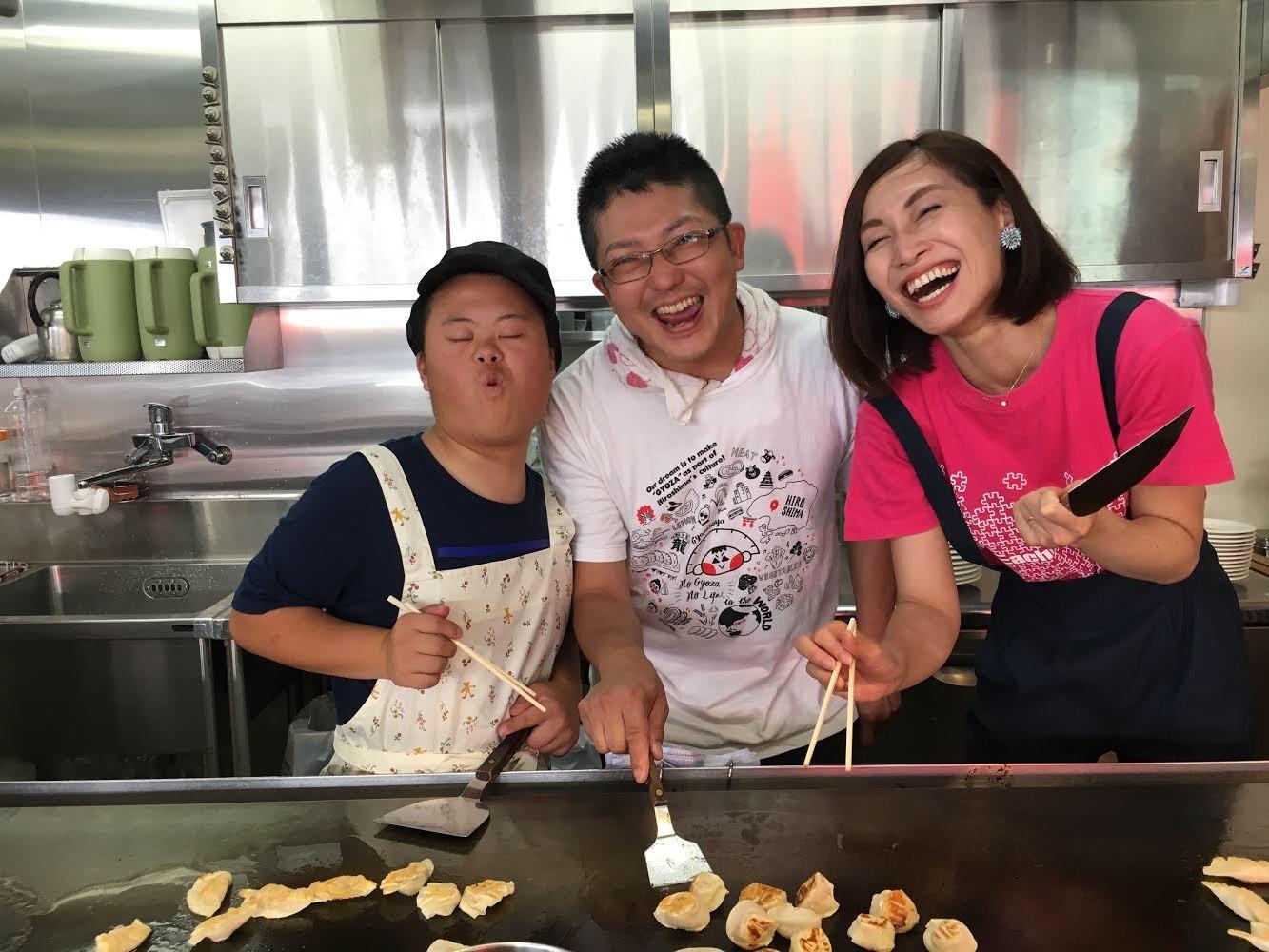 ノイエフェストの手作り餃子教室で餃子います(^_-)